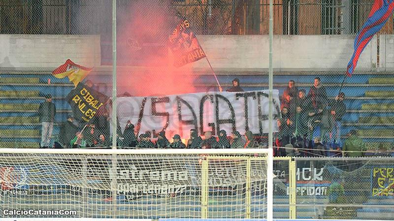 Tifosi rossazzurri allo stadio degli Ulivi di Andria
