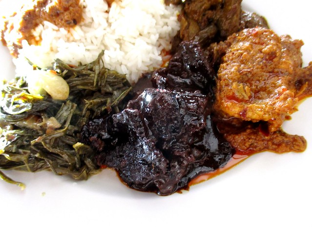 Sarah Islamic Corner daun Bandong, masak hitam & rendang