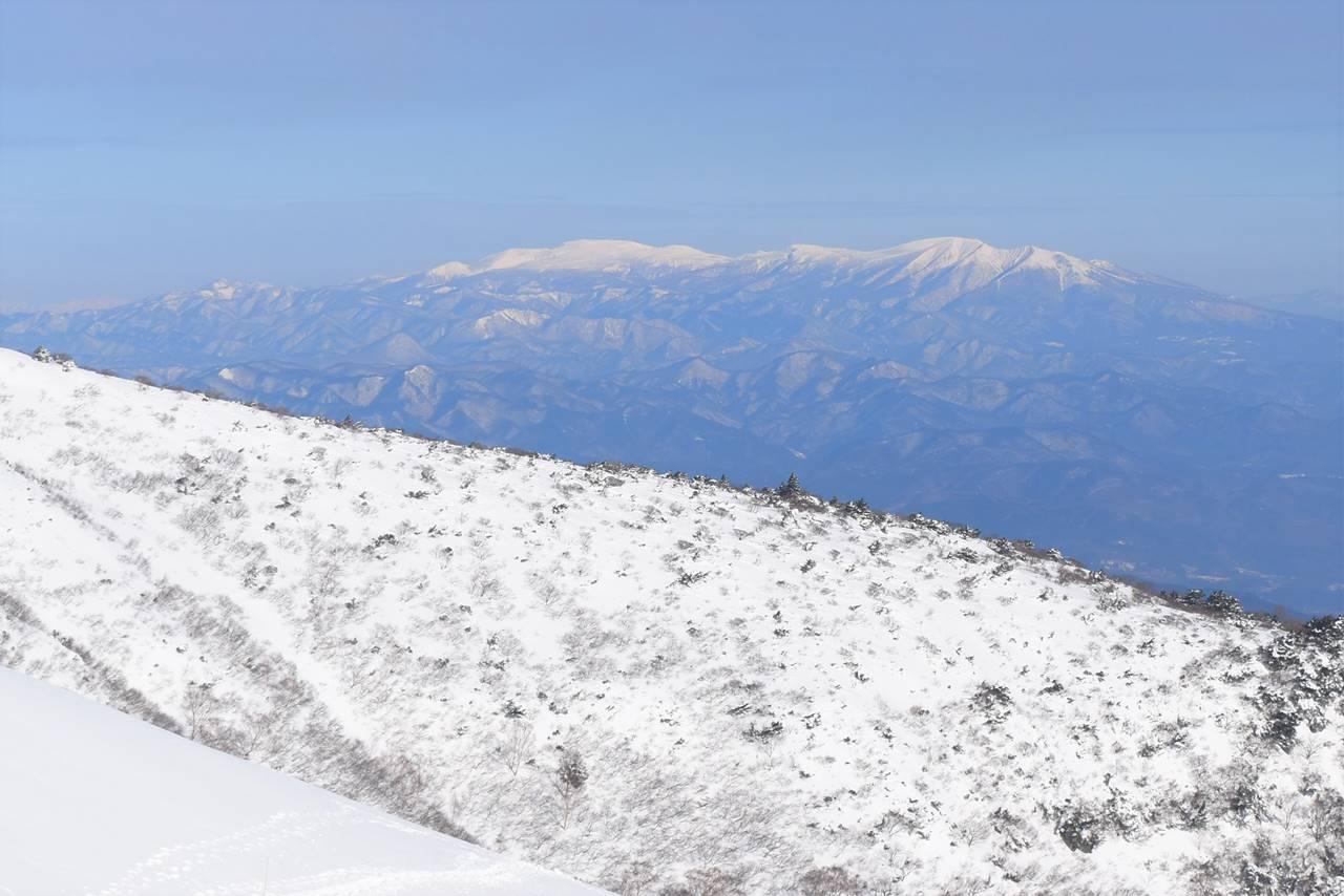 雪の蔵王山
