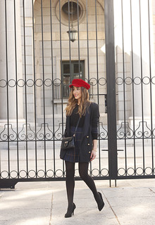 pleated skirt Scottish print Vichy print red navy cap givenchy bag winter outfit falda de tablas look invierno 201804 | by BeSugarandSpice