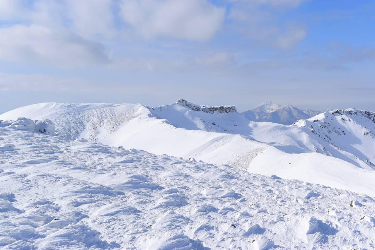 安達太良山 船明神山方面の雪の稜線