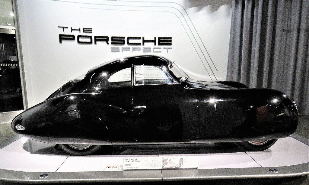 Porsche Classic Cars Art, Power and Design on Exhibit at P… | Flickr