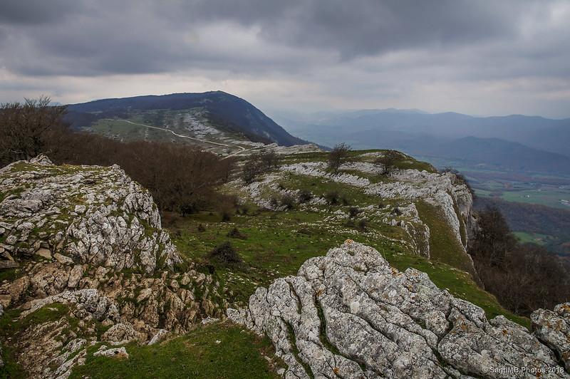 La Sierra de Urbasa y el monte Maiza desde San Adrián de Lizarraga