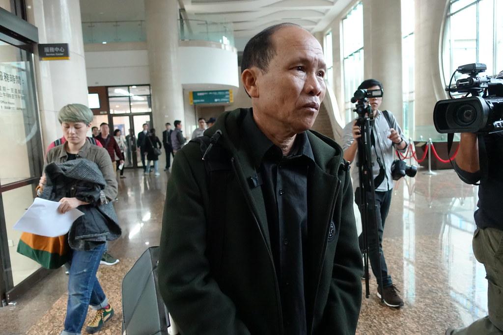 遭警方九枪击毙的越劳阮国非的父亲阮国同来台出庭。(摄影:张智琦)