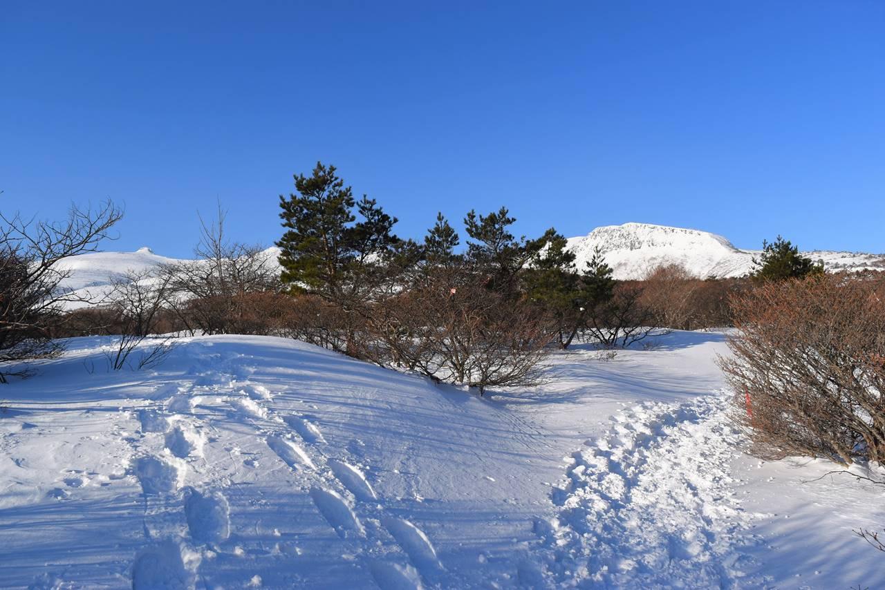 冬の安達太良山 鉄山と山頂(乳首)