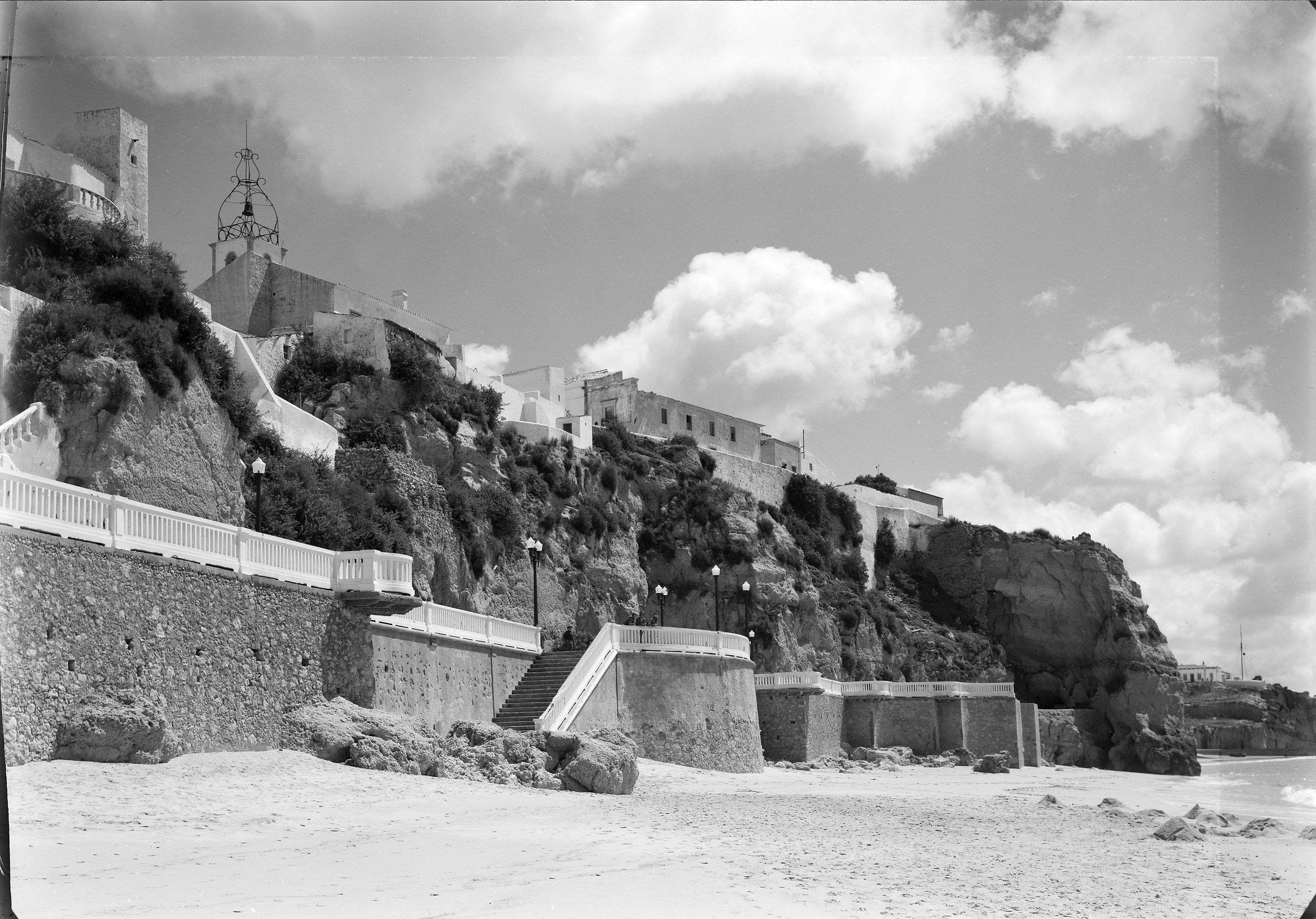 Albufeira com sol e mar antes do dito, Algarve (M. Novais, 195…)