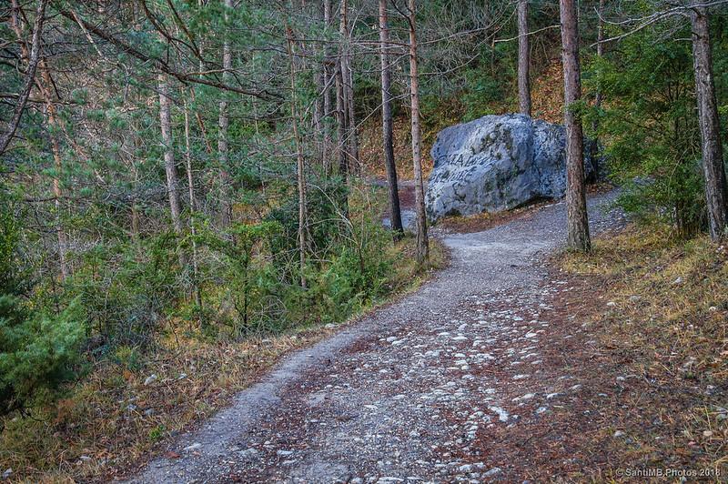 Roca en medio de la Vía del Nicolau