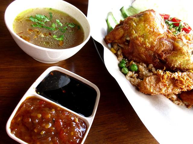 Warong Cafe nasi goreng ayam penyet 3