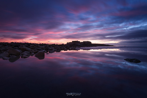 Twilight reflection on Fort-Bloqué | by Erwan Le Roux