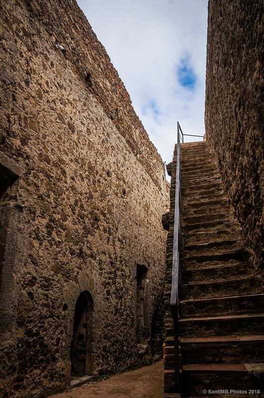 Patio del recinto soberano del Castell de Montsoriu
