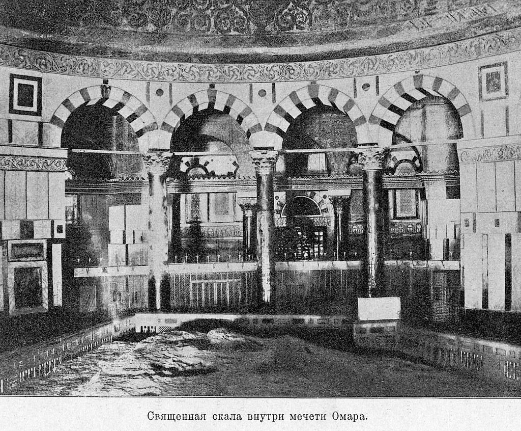 Изображение 21: Священная скала внутри мечети Омара.