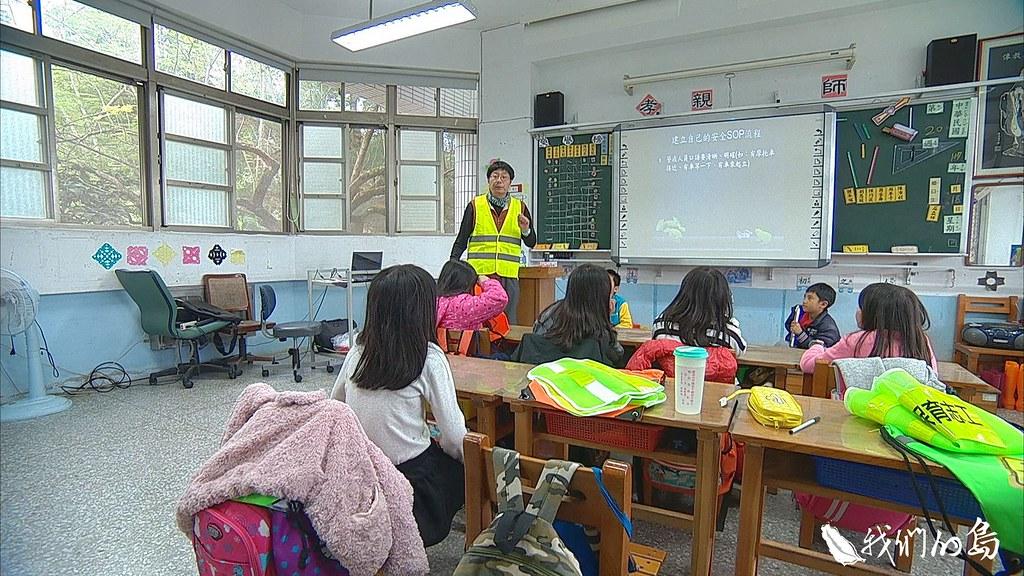 943-2-27台中市和平區和平國小就有一群小朋友,在老師的帶領下,加入調查行列。
