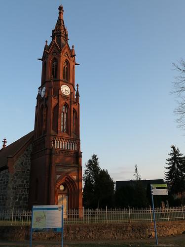 Infoschild vor der Dorfkirche