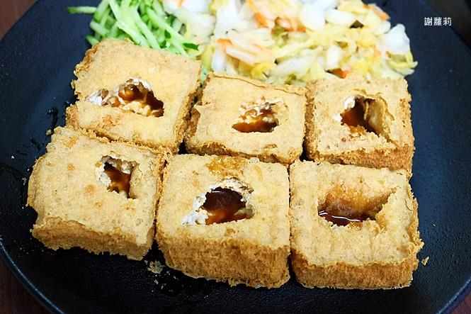 40124368171 8b47b37b94 b - 台中東區 | 濃鄉臭豆腐。台中火車站美食推薦 超好吃隱藏版臭豆腐,只有在地人才知道的低調銅版美食!