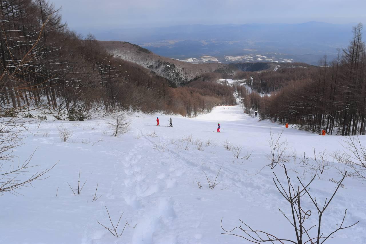 あだたら高原スキー場へ下山