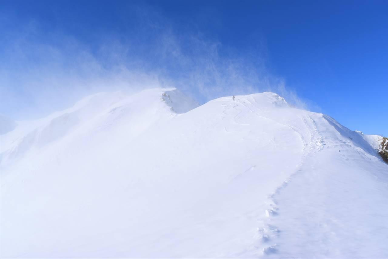 雪煙舞う暴風の八方尾根(唐松岳登山)