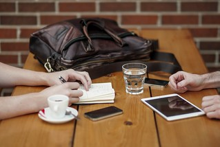 iphone-smartphone-mobile-writing-work  - Must Link to https://coffee-channel.com | by Coffee-Channel.com