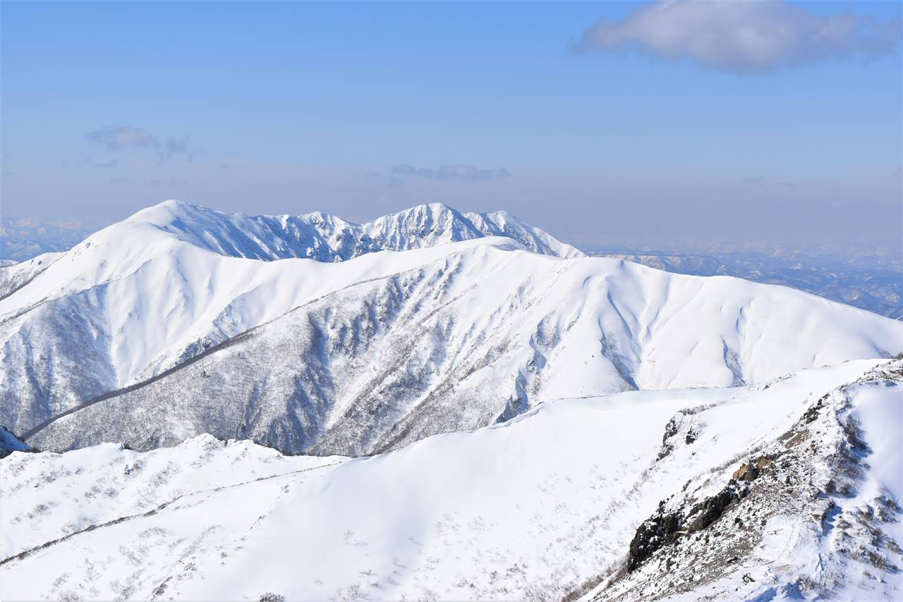 冬の那須岳登山 裏那須の雪の稜線
