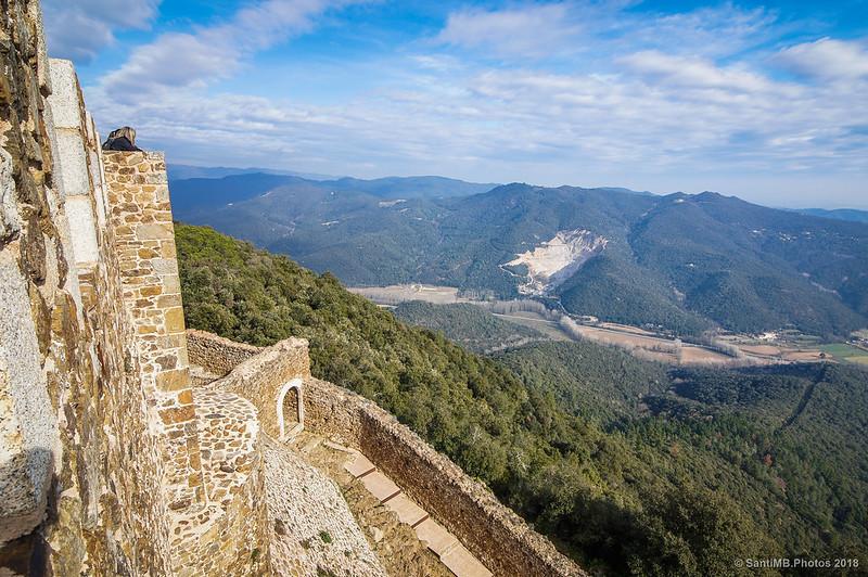 Cantera de Les Gavarres y Riera d'Arbúcies desde el Castell de Montsoriu