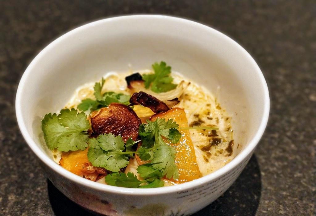 Swede laksa in bowl