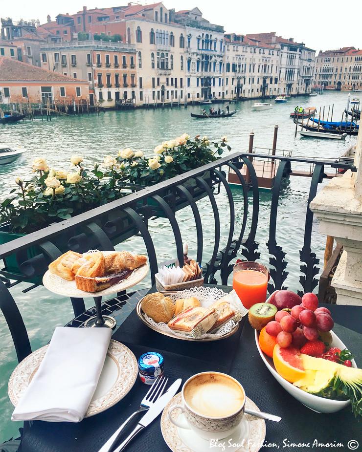 Café da manhã com vista no Hotel Palazzo Barbarigo, Veneza!