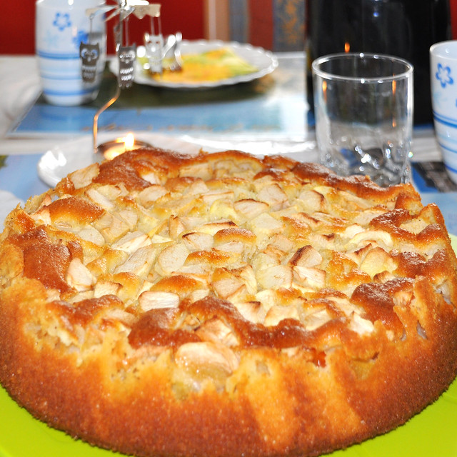 Selbst gebackener Apfelkuchen mit Schmand ... Rührteig ... Foto: Brigitte Stolle
