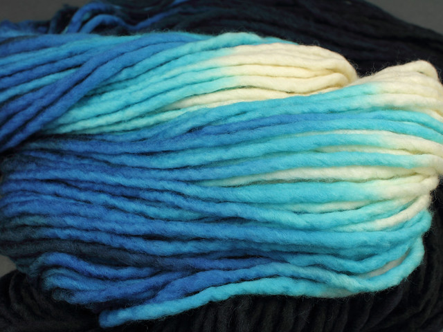 Phlump Merino – hand-dyed super chunky superwash pure wool yarn 200g – 'Tsunami'