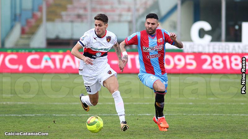 Beppe Rizzo in azione contro il Cosenza