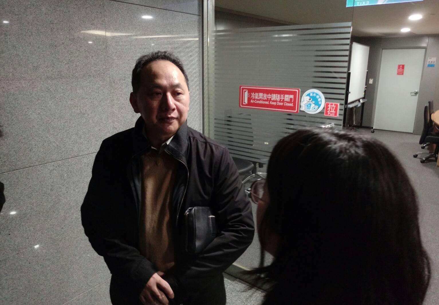 晚間9點美麗華球場董事長黃世杰出席調解會議。(新北市勞動局提供)