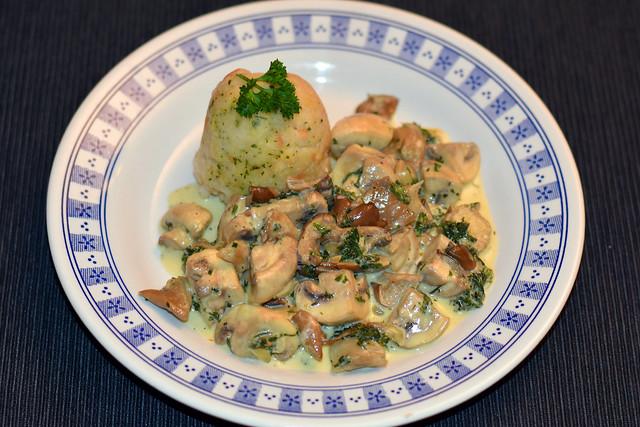 Pilzpfanne mit Sahne ... Champignons, Austernpilze, Steinpilze ...  Foto: Brigitte Stolle