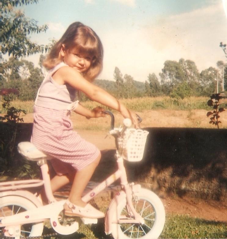 Lembranças de um tempo muito especial. Minha primeira bicicleta, no Natal de 1989.