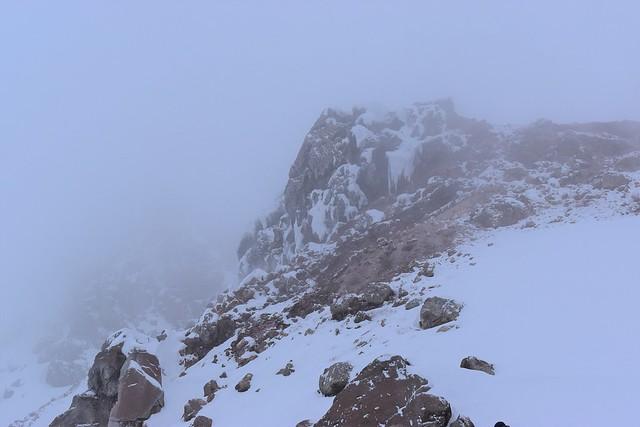 ガスの中の焼岳登山