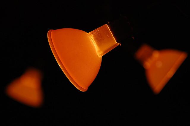 Indoor-Fotospielereien mit Blendenreihen ... verschiedene Blendenöffnungen ... Lampen ... Dunkel und Licht ... Foto: Brigitte Stolle