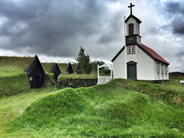Aldea de casas césped de Keldur en el sur de Islandia