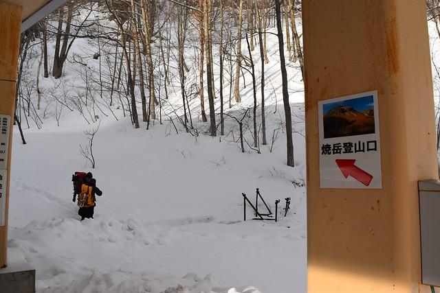 中ノ湯温泉裏手の焼岳登山口