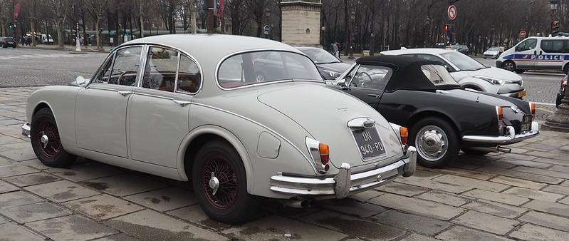 Jaguar MK2 ou Giulia Spider 25694242148_52dcd7e98e_c