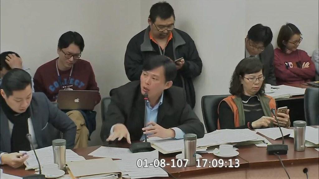時代力量立委黃國昌今日下午在黨團協商中發言。(圖截自立法院議事轉播系統)