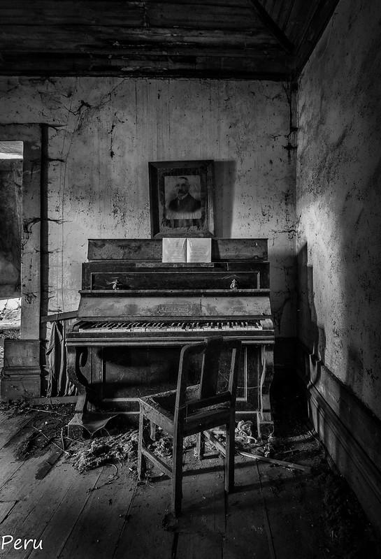 "17.- ""Piano"" - Perurena"