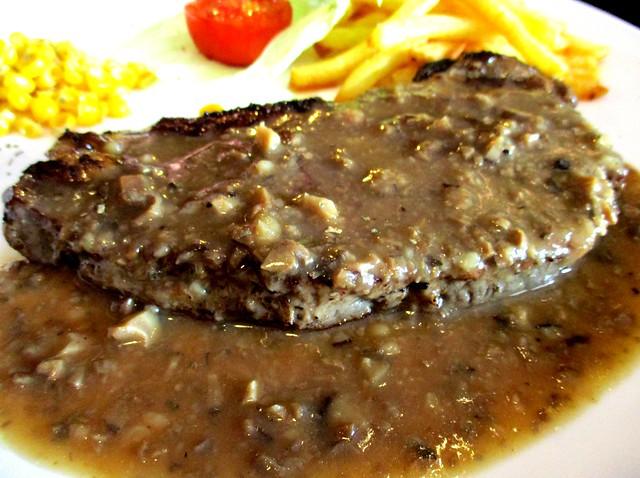 Le Cafe sirloin beef with mushroom sauce
