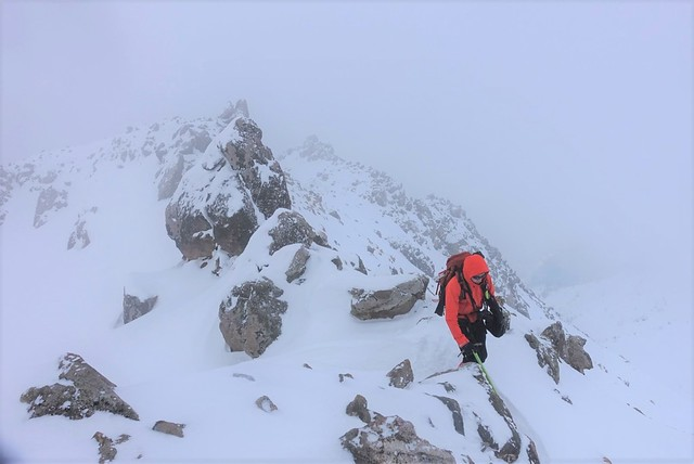 焼岳雪山登山 岩の稜線