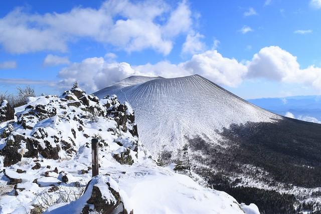 蛇骨岳山頂から見る前掛山