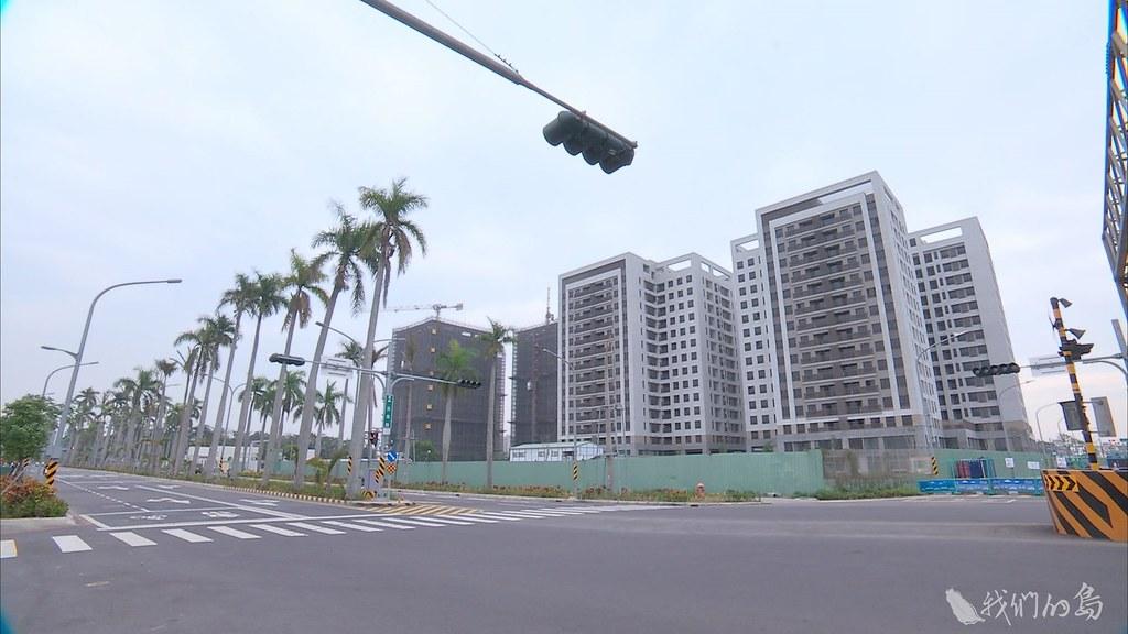 937-1-45台南市府強調八成居民登記申請照顧宅,其實很多未必同意拆除,還在等待評估徵收合理補償。
