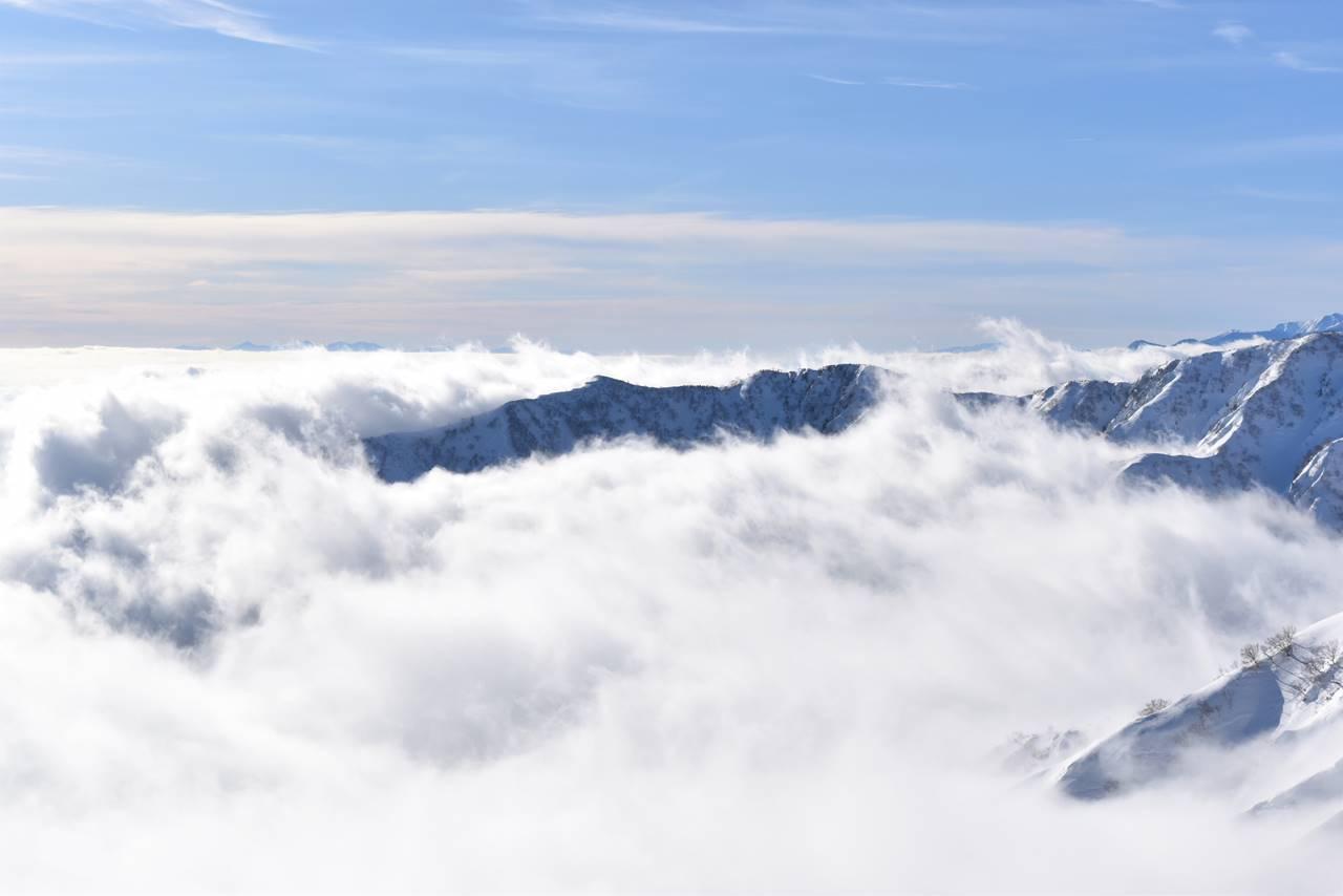 八方尾根から眺めるほとばしる雲海