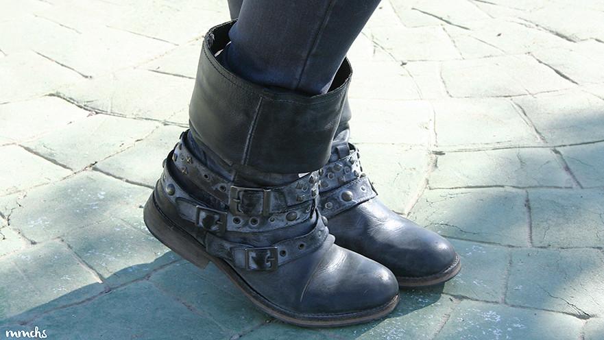 botas moteras de piel en color gris