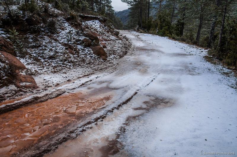 Camino helado cerca de Sant Jaume de Frontanyà