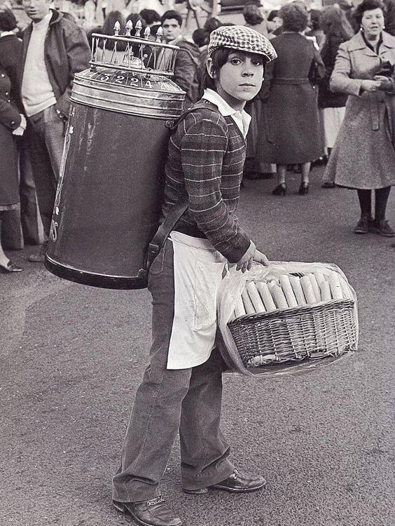 Niño con barquillos en los 80