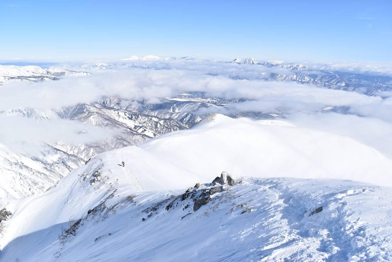 冬の北アルプス・唐松岳 山頂から下山