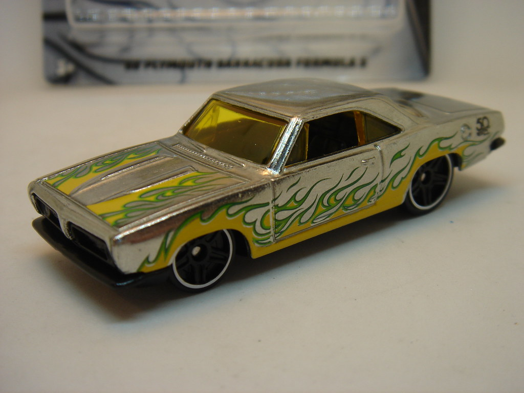 HOT WHEELS 1968 PLYMOUTH BARRACUDA FORMULA S NO9 1 64