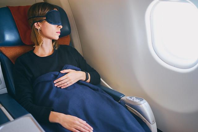 Nuku lennolla vain, mikäli lento ajoittuu matkakohteen yöaikaan!