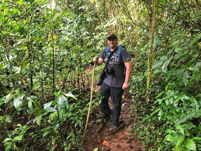 Sele haciendo trekking al Lagoa Amelia (Parque Natural Obo de Santo Tomé y Príncipe)